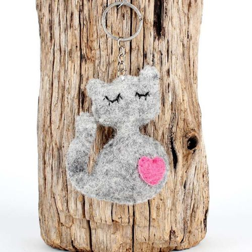 Vilten sleutelhanger - poesje grijs met roze hartje 9cm