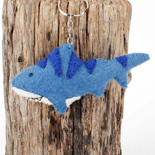 Vilten sleutelhanger - haai donkerblauw 12cm