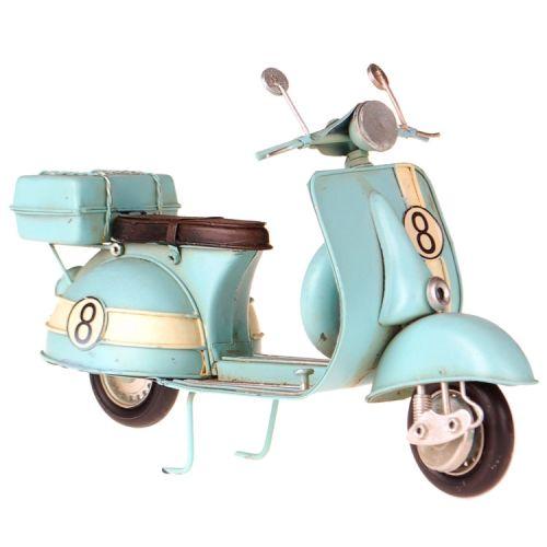Metalen scooter Vespa lichtblauw