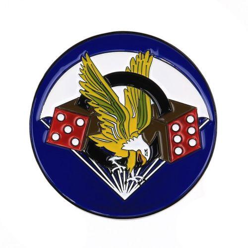 Metalen logo/schildje 506PIR Adelaar en dobbelstenen - rond 8 cm